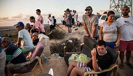Israelis cheer Gaza bombardment
